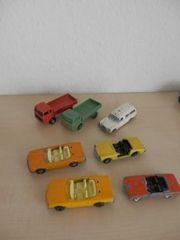 7 Modellautos der Marke Mercedes