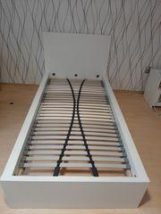 Bettgestell mit Lattenrost 200x90cm