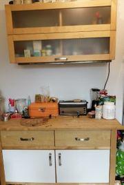 Küchenschrank mit Hängeregal